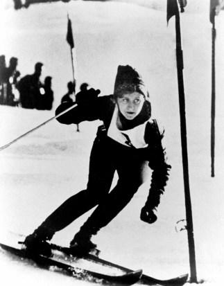 Anne Heggtveit du Canada participe au slalom en ski alpin vers une mÈdaille d'or aux Jeux olympiques d'hiver de Squaw Valley de 1960. (Photo PC/AOC)