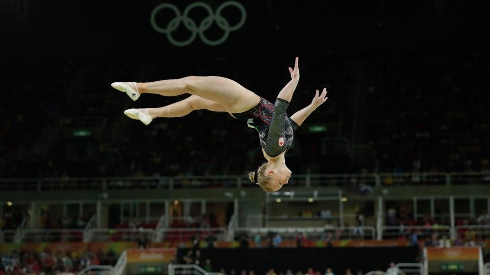 Ellie Black en plein saut