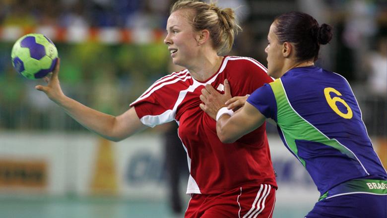 Marie-Elaine Taupier interceptant le ballon