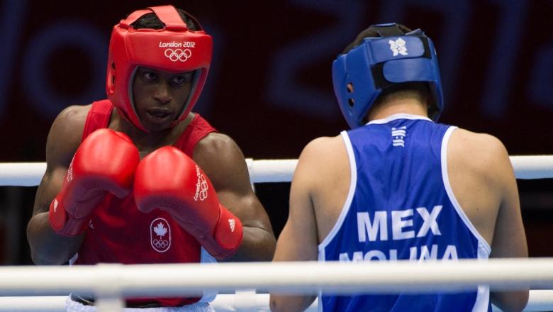 Deux boxeurs s'affrontent à Londres