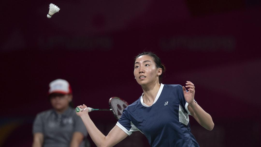 Une joueuse de badminton en action