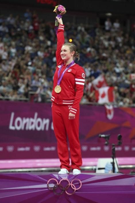 Rosie MacLennan lors de la cérémonie des médailles de Londres 2012