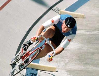 Curt Harnett du Canada participe à une épreuve de cyclisme sur piste aux Jeux olympiques de Los Angeles de 1984. (Photo PC/AOC)