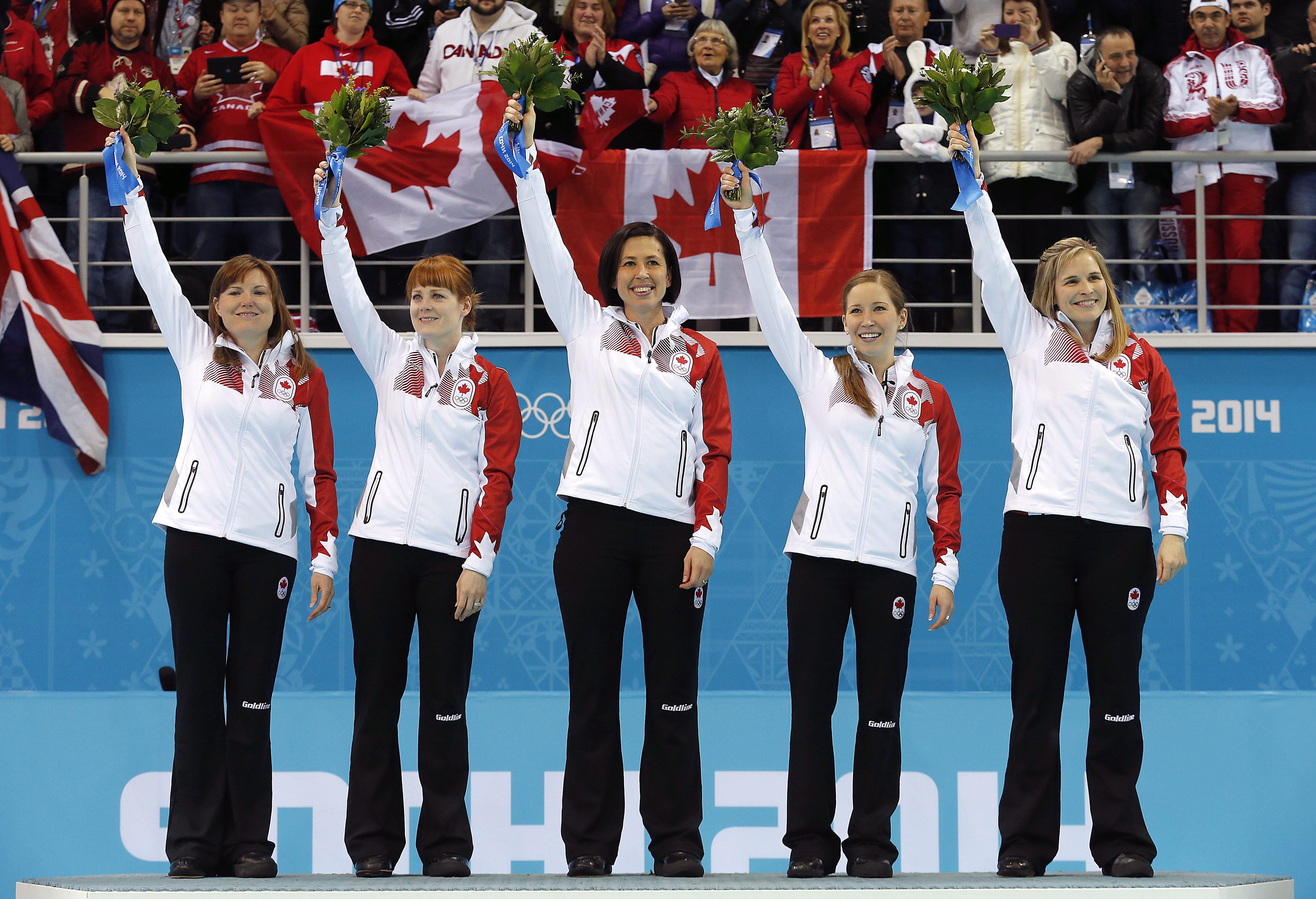 Des athlètes sur un podium