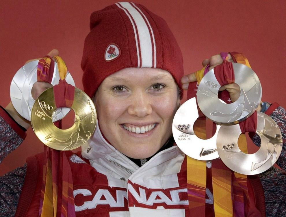 Cindy Klassen cadrée serrée avec ses cinq médailles