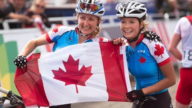 Doublé canadien en vélo de montagne gracieuseté de Catharine Pendrel et Emily Batty.