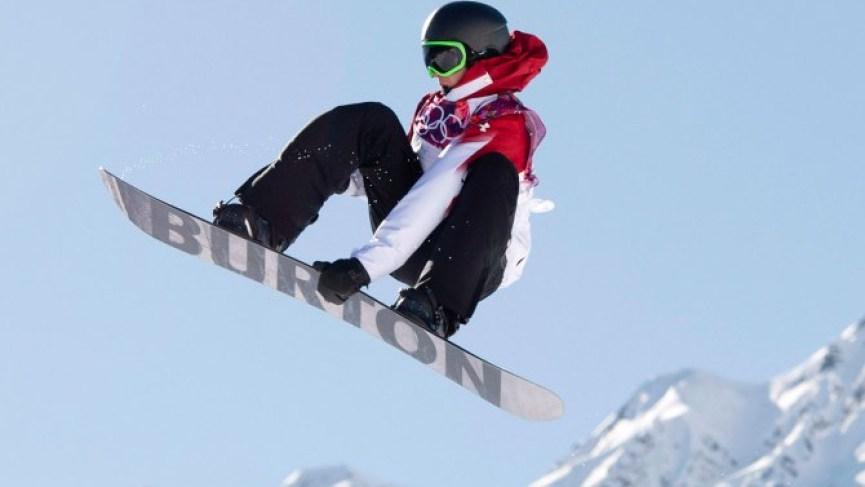 Mark McMorris prend son envol aux Jeux olympiques de Sotchi, le 8 février 2014.