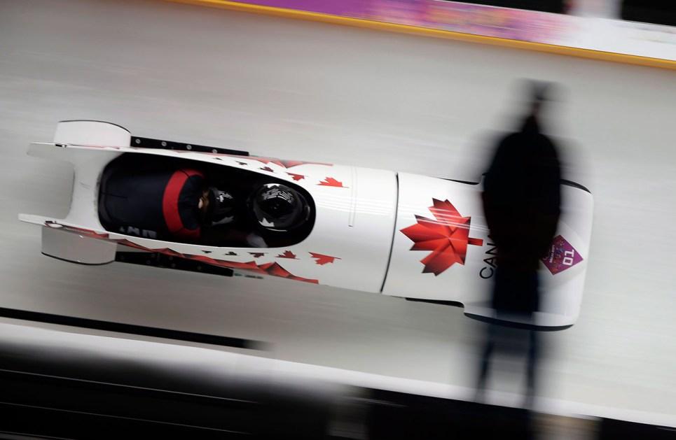 Kaillie Humphries et Heather Moyse pendant la finale de bobsleigh à Sotchi.