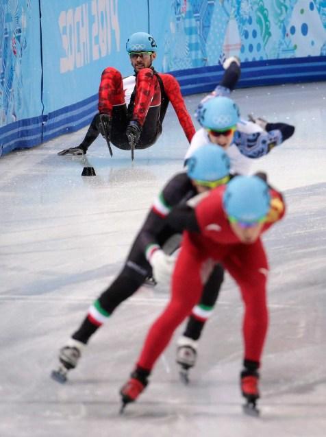 François Hamelin chute, mettant fin aux chances de médaille du Canada au relais.