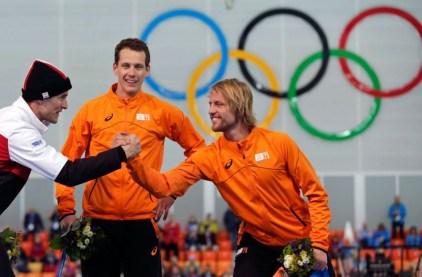 Denny Morrison, à gauche, avec les Néerlandais Stefan Groothuis et Michel Mulder, sur le podium du 1000 m.