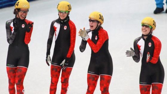 L'équipe canadienne de relais féminin courte piste: (G-D) Marie-Ève Drolet, Jessica Hewitt, Marianne St-Gelais, Valérie Maltais