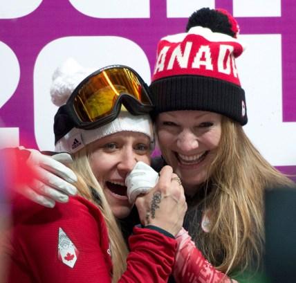 Kaillie Humphries et Heather Moyse célèbrent leur médaille d'or à Sotchi 2014.