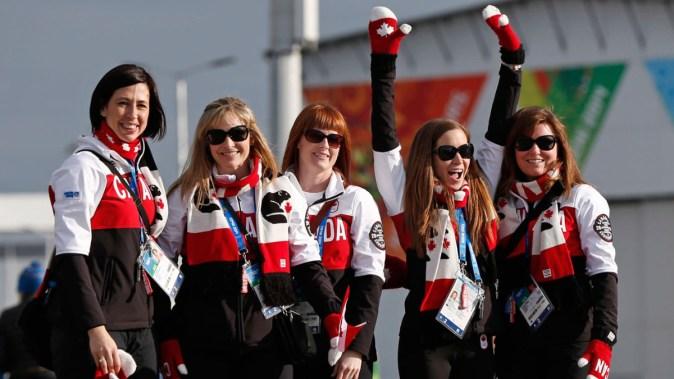 L'équipe féminine de curling du Canada médaillée d'or à Sotchi 2014.