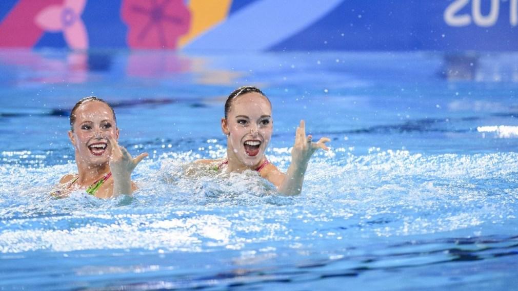 Jacqueline Simoneau et Claudia Holzner en action en duo dans la piscine