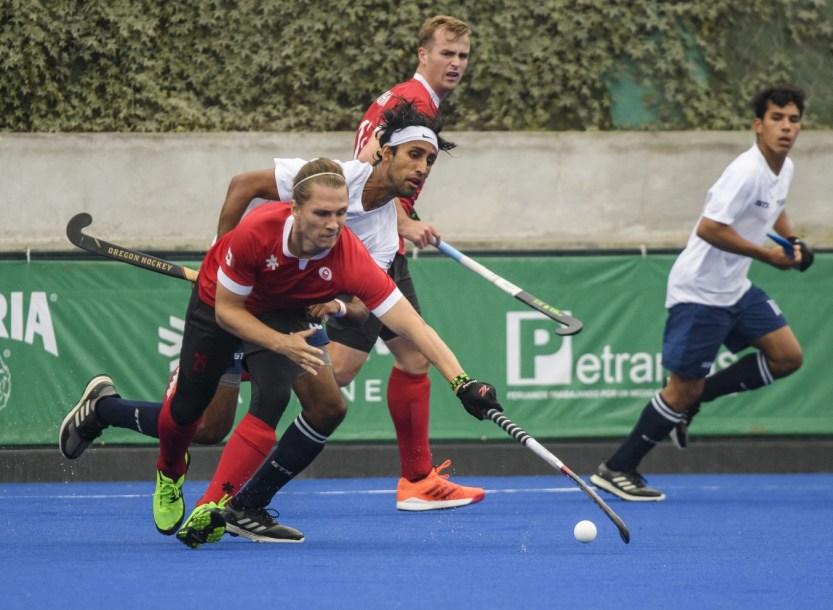 Des joueurs de hockey sur gazon en action