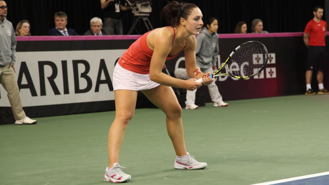 Une joueuse de tennis en action
