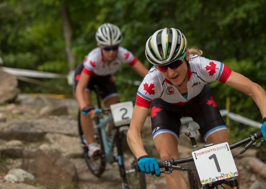 Emily Batty et Catharine Pendrel aux Jeux panaméricains de Toronto en juillet 2015.