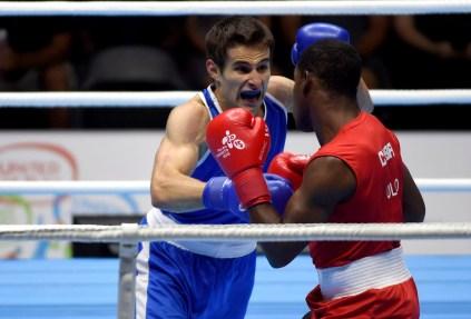 Arthur Biyarslanov (en bleu), lors des Jeux panaméricains de Toronto 2015.