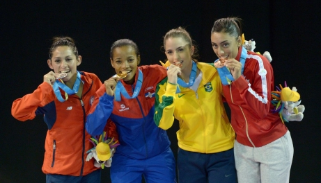 Gabriela Bruna, Ana Villanueva, Aline Souza et Jusleen Virk