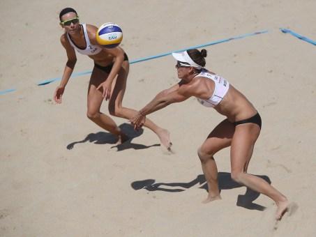 Jamie Broder (réception) et Kristina Valjas aux Mondiaux de volleyball de plage. (Photo : FIVB)