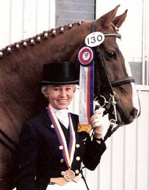 Eva-Maria Pracht avec sa médaille de bronze à l'épreuve du dressage aux Jeux olympiques de Séoul de 1988 (Photo : Europe Dressage)