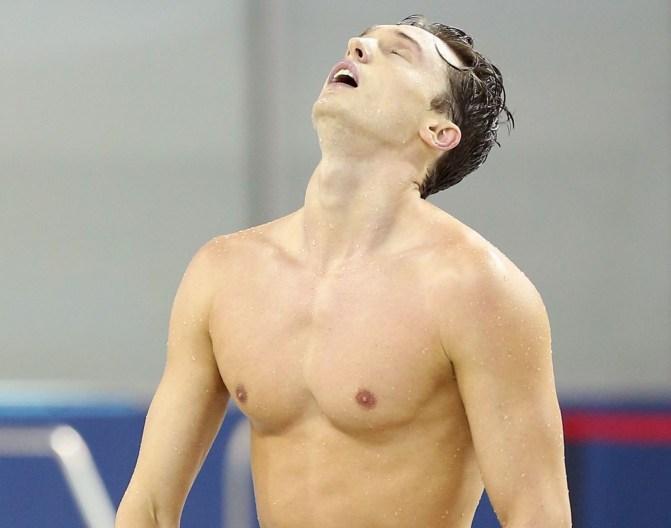 Ashton Baumann est soulagé après avoir réussi le standard de qualification olympique, le 7 avril 2016. (Photo: Scott Grant pour Swimming Canada)