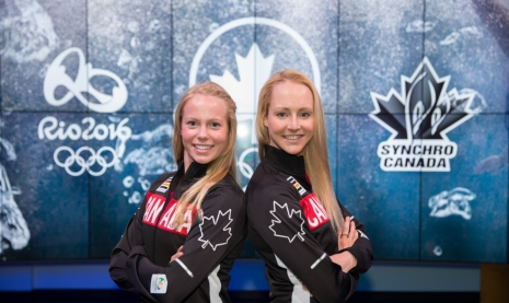 Jacqueline Simoneau et Karine Thomas lors du dévoilement de l'équipe de nage synchronisée qui représentera le pays à Rio 2016.