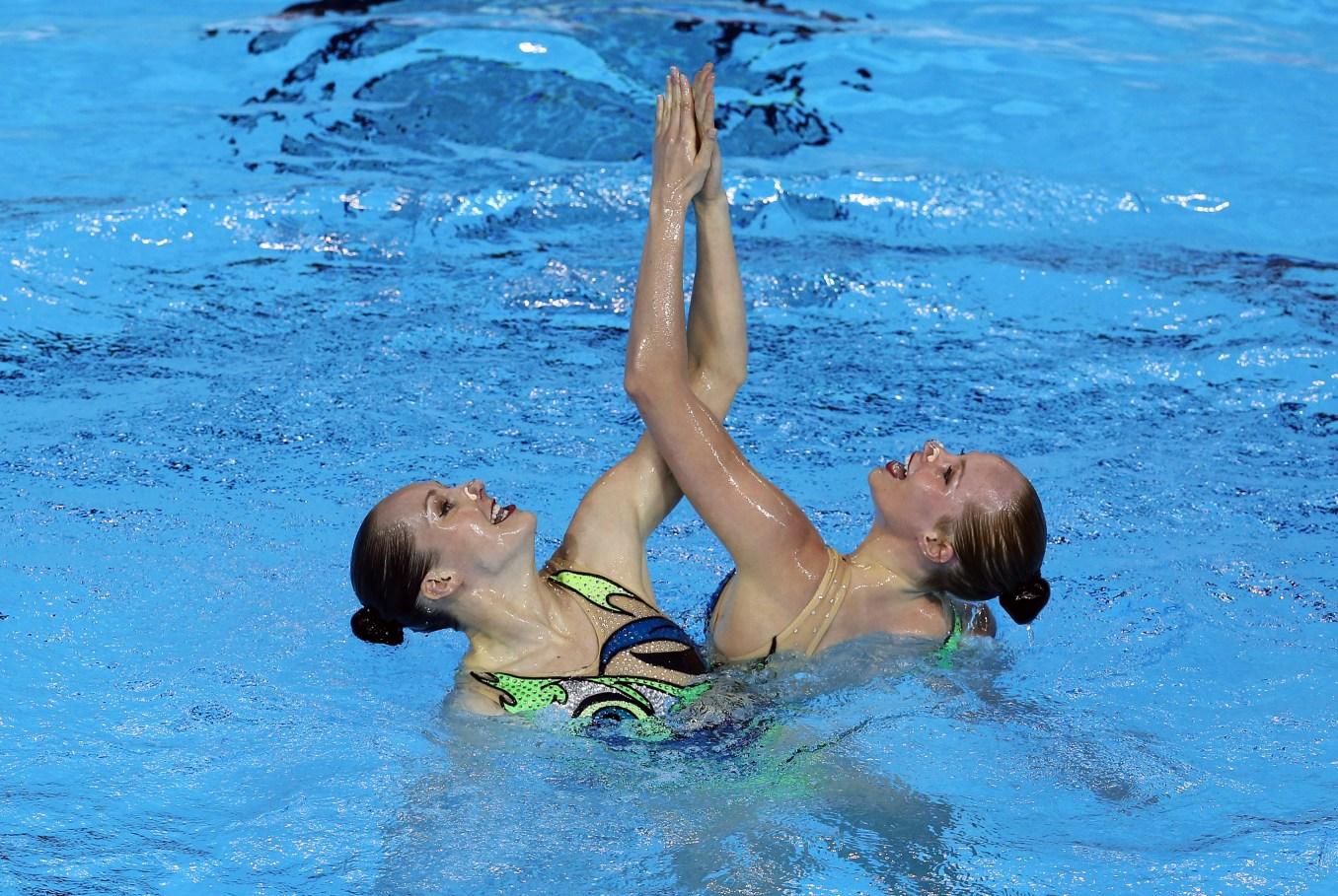 Jacqueline Simoneau et Karine Thomas pendant leur routine libre qui leur aura valu l'or aux Jeux panaméricains de 2015. (AP Photo/Rebecca Blackwell)