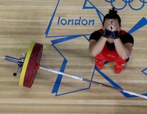 Christine Girard célébrant sa décoration de bronze à Londres 2012. (AP Photo/Ng Han Guan)