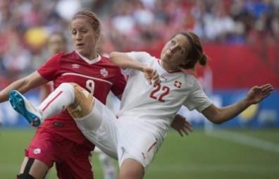 Josée Bélanger (gauche), Vanessa Bernauer (droite), Canada c. Suisse, le 21 juin 2015 à Vancouver.