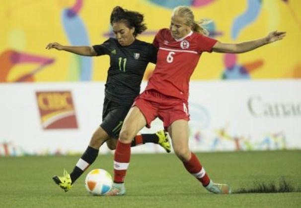 Rebecca Quinn (droite), Monica Ocampo (gauche), Canada c. Mexique, Jeux panaméricains 2015, à Hamilton le 24 juillet 2015.