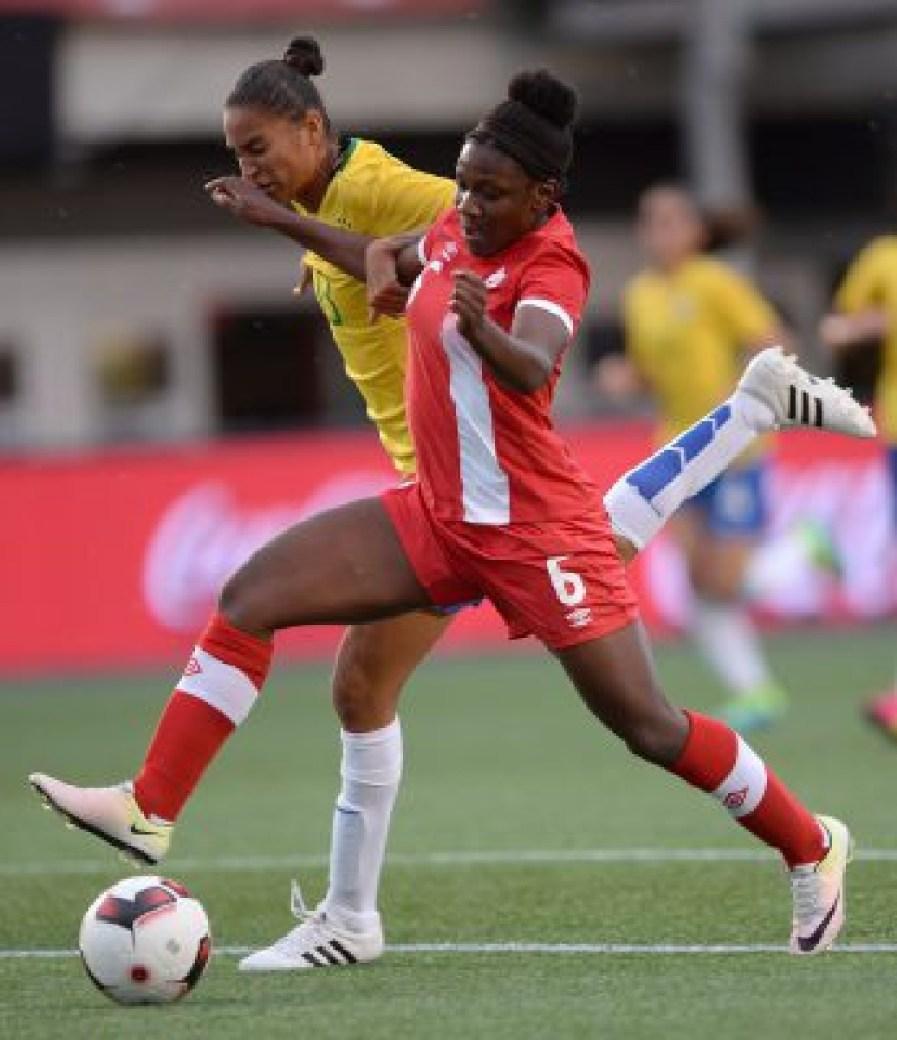 Deanne Rose (droite), Poliana Barbosa (gauche), Canada c. Brésil, le 7 juin 2016.
