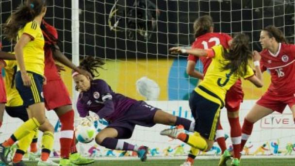 Sabrina D'Angelo (gauche) qui garde les buts à la Coupe Algarve et Zardosky (droite), le 9 mars 2016.