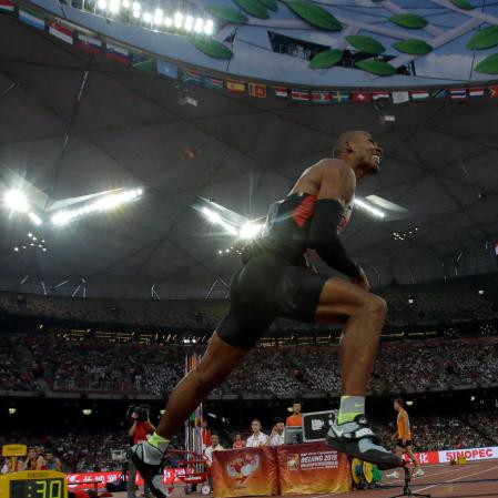 Warner après un lancé du javelot au Championnat d'athlétisme de Chine