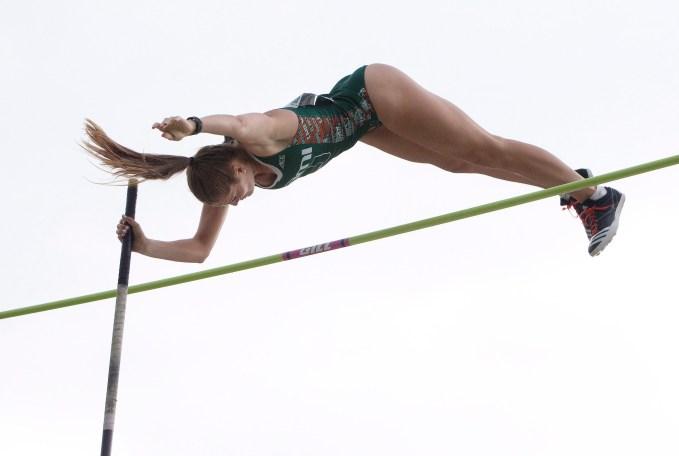 Alysha Newman lors des essais olympiques d'Athlétisme Canada, le 10 juillet 2016. THE CANADIAN PRESS/Jason Franson