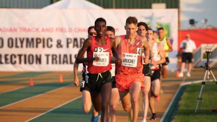 Mo Ahmed et Lucas Bruchet quelques instant avant de mettre la main sur une qualification olympique pour Rio 2016 aux essais olympiques d'Athlétisme Canada, le 7 juillet 2016 à Edmonton.
