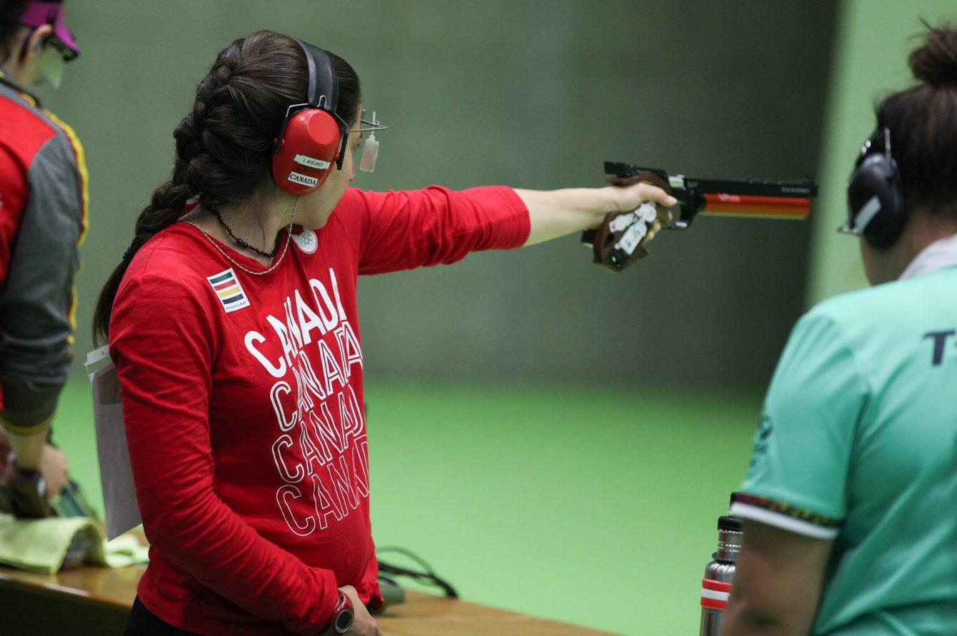 Lynda Kiejko effectue un tir