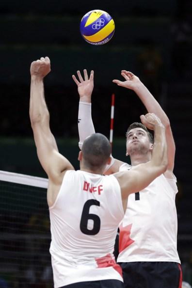 L'équipe canadien de volleyball masculin, Rio 2016. 7 août 2016. Photo du AP/Jeff Roberson
