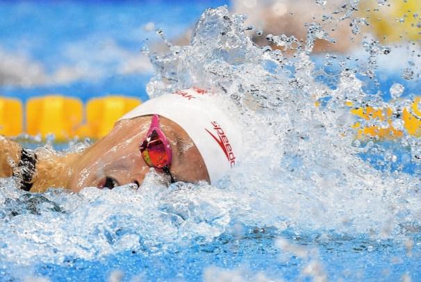 Penny Oleksiak nage vers la médaille d'or au 100 m style libre aux Jeux de Rio. 11 août 2016. Presse canadienne/Sean Kilpatrick