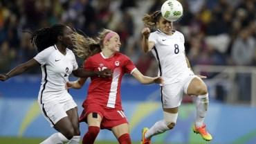Janine Beckie lors du Canada contre la France en quarts de finale du tournoi féminin aux Jeux olympiques de Rio, le 12 août 2016.(AP Photo/Nelson Antoine)