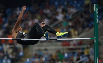 Damian Warner lors de l'épreuve du saut à la perche en décathlon aux Jeux olympiques de 2016, à Rio. Photo : COC