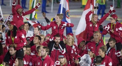 Équipe Canada lors de la cérémonie de clôture des Jeux olympiques de 2016, à Rio. (AP Photo/Charlie Riedel)