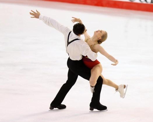 Kaitlyn Weaver et Andrew Poje aux Championnats canadiens, le 21 janvier 2017 (Photo : Greg Kolz)