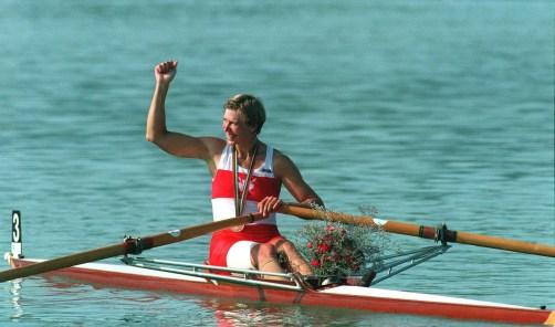Laumann lève le bras en signe de victoire