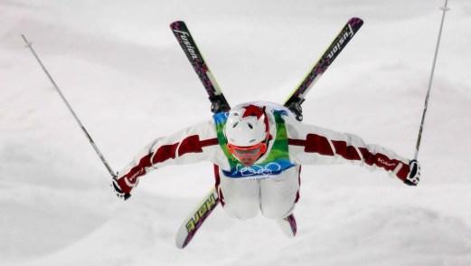 Alexandre Bilodeau prépare son atterrissage lors d'un entraînement à Cypress Mountain. (PC/Mike Ridewood)