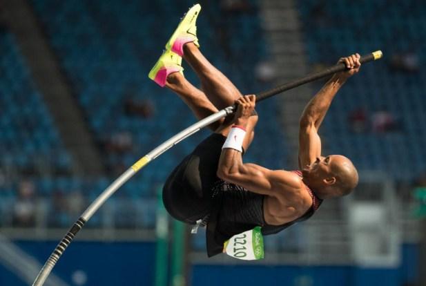 Damian Warner participe à l'une des 10 étapes du décathlon à Rio 2016, où il remportera la médaille de bronze.