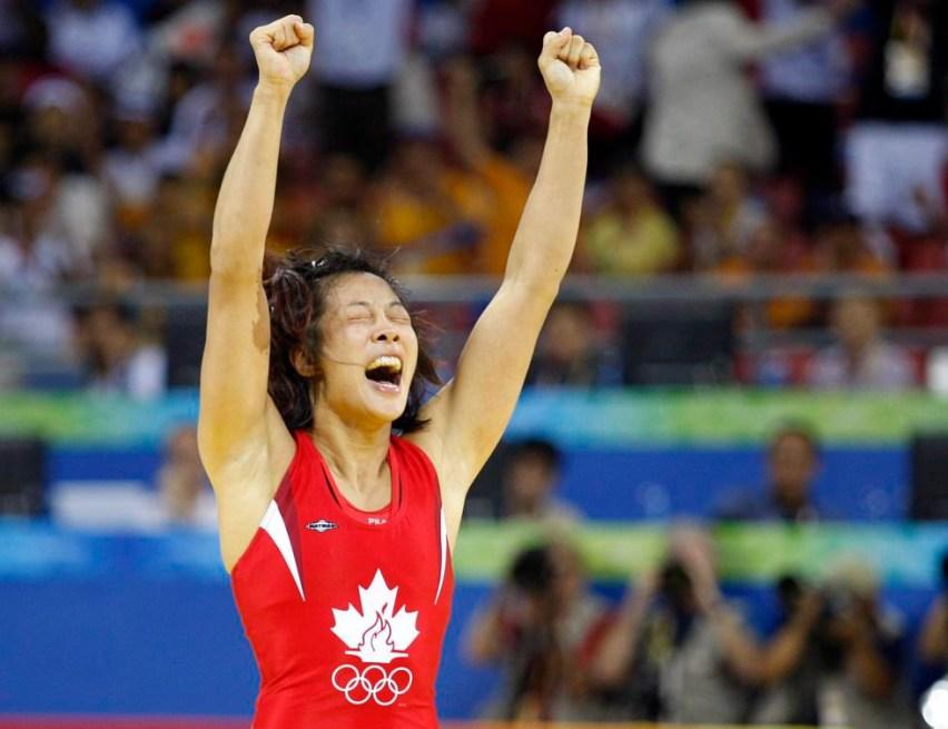 Carol Huynh célèbre sa victoire lors de la finale olympique des moins de 48 kg en lutte libre.PC/Paul Chiasson