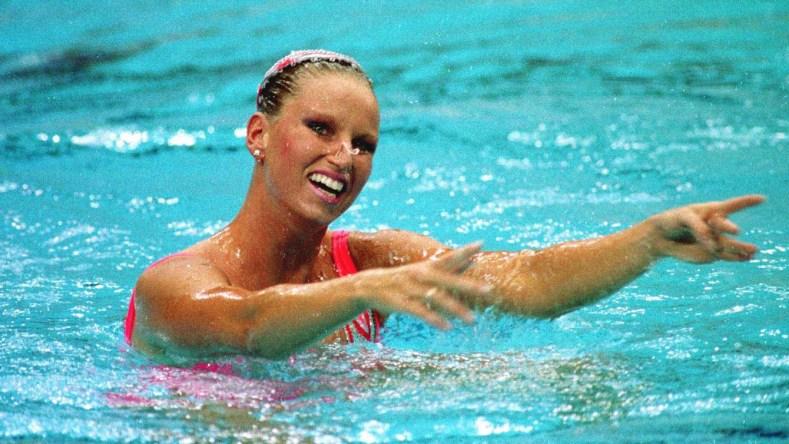 Carolyn Waldo termine l'épreuve individuelle en nage synchronisée