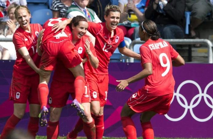 L'équipe féminine de soccer célèbre après le but gagnant de Diana Matheson. (PC/Frank Gunn)