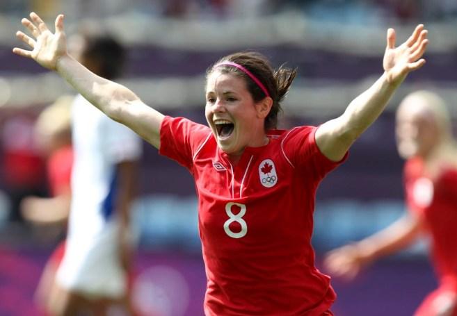 Diana Matheson célèbre son but gagnant contre le France aux Jeux de Londres. (PC/Mike Ridewood)
